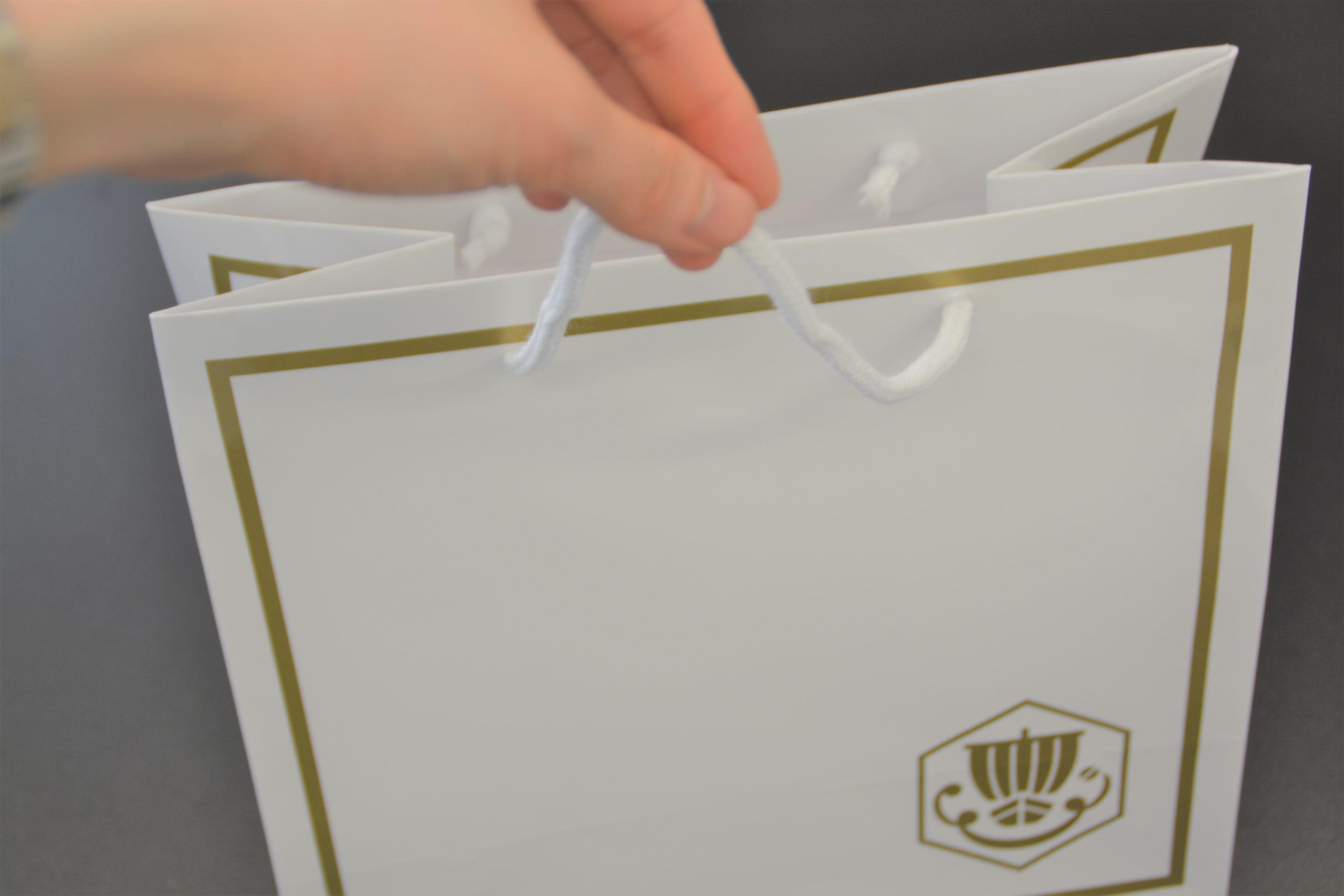 穴タイプとは【紙袋の手提げタイプの違いが分かる】